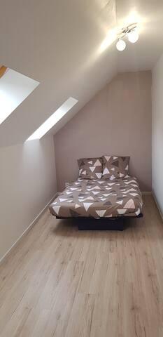 Chambre avec son lit clic clac