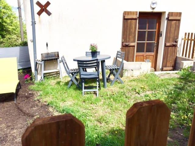 Maison  avec joli jardin  Château-Chinon