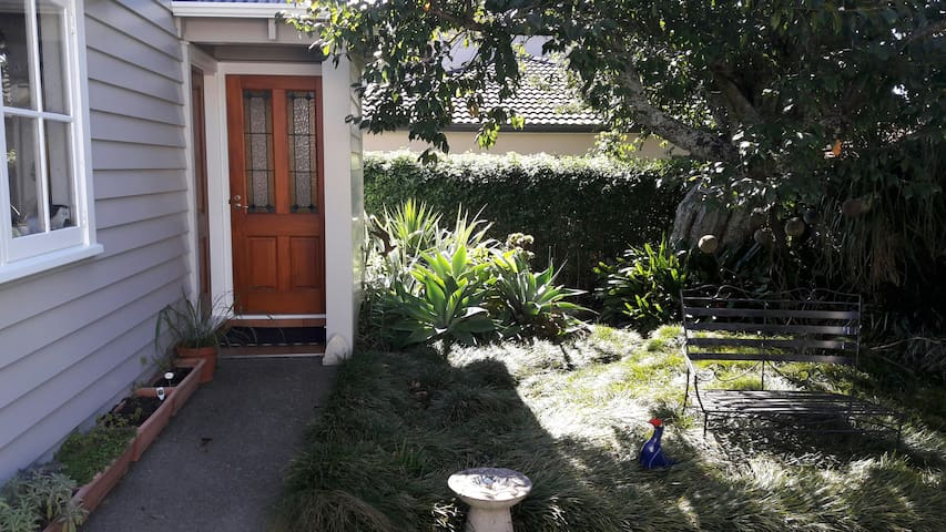 Central Sunny and Spacious Loft Apartment - Auckland - Apartment