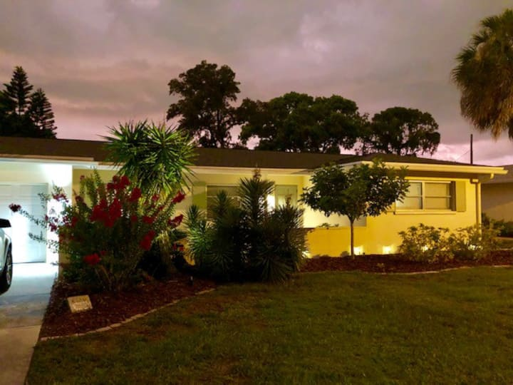 Quiet Sarasota Home with Pool/2 Bed/2 Bath