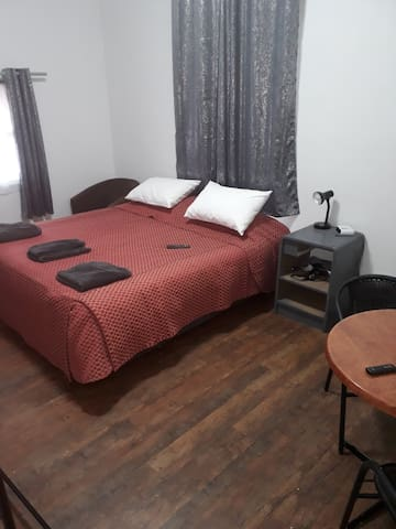 Pine Grove Studio - 2 Bedroom Backpackers  Unit