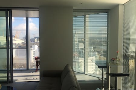 New Luxury Apartment in Canary Wharf, London