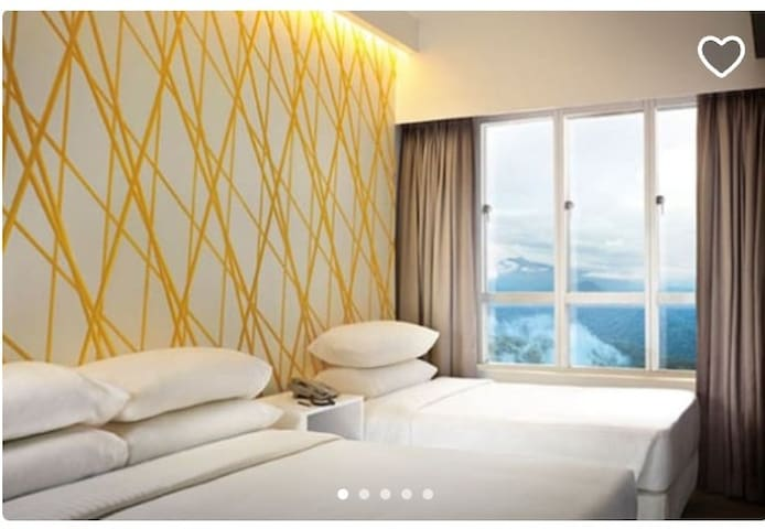 First World Hotel : Wifi Triple Deluxe Room [TY5A]