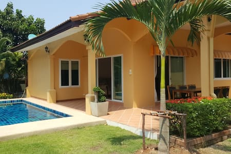 Huay Yai - newly renovated 3 double bed pool villa - Bang Lamung District - Villa