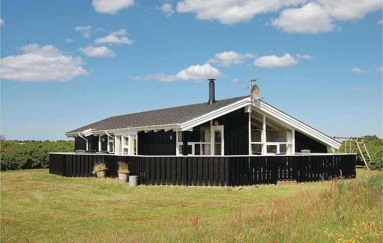 Holiday cottage with 3 bedrooms on 119m² in Hjørring