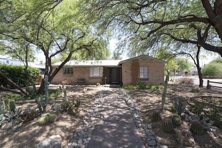 Cozy ranch-styled home, Near UA