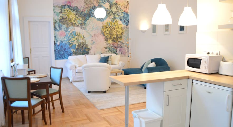 Your quiet and trendy home at Jewish quarter