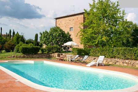 Tower with  SWIMMING POOL and view SAN GIMIGNANO - サンジミニャーノ