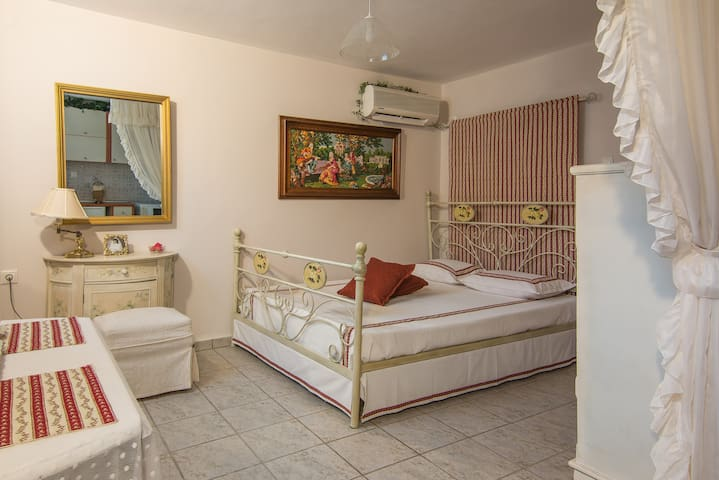 Rococo Romantic Coastal Apartment  Volos Alykes - Nees Pagases - Apartment