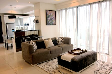 Sleek and Cozy 2BR Apartment in Kemang - Mampang Prapatan - Daire