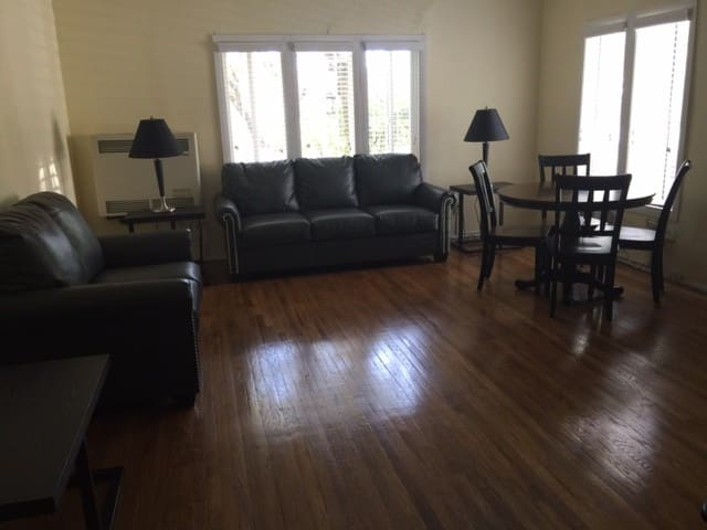 Spacious 2  Bdrm In West Hollywood
