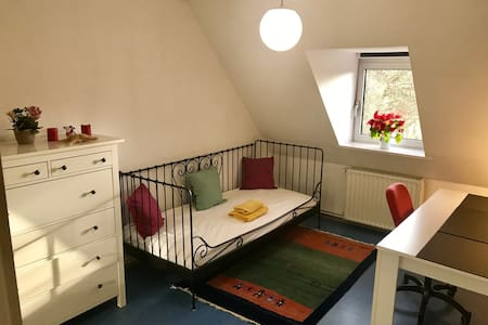 Central and cozy private room :) - Göttingen - Huoneisto