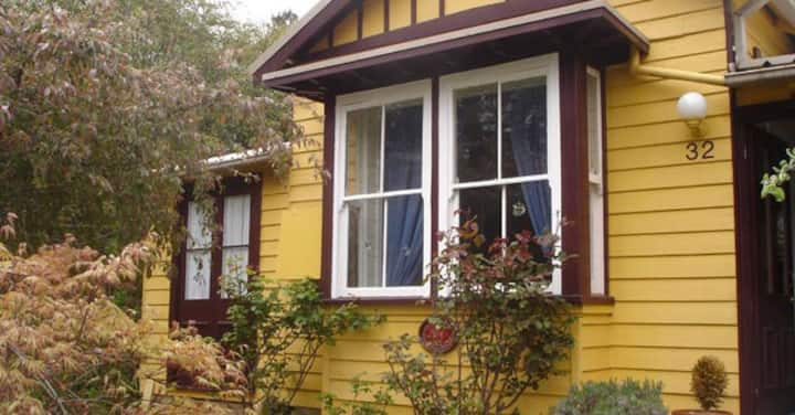 Dowling Cottage - tranquil haven in Blackheath