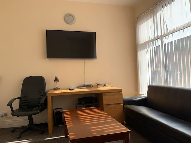 Two rooms available in centre of Leeds Low price .