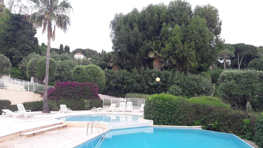 Near Monaco/Cap d`ail, excl. Appartment with Pool