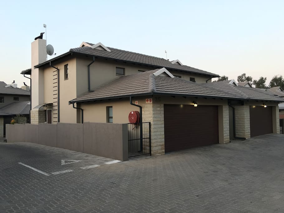 Trendy Townhouse In Country Estate Townhouses For Rent