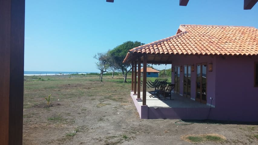 Playa Tesoro 35: Purple Casita @ Turtle Island - Salinas Grandes - บ้าน
