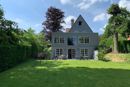 Charming family villa, Brussels suroundings