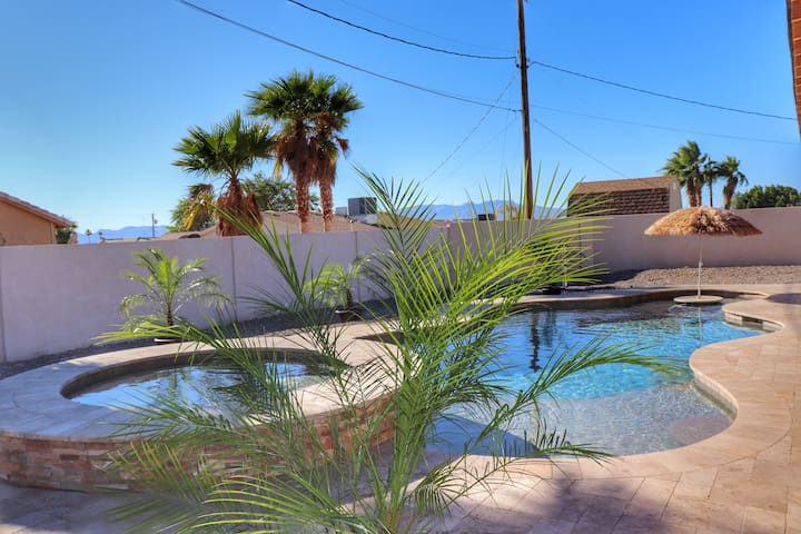*NEW* Stay Easy With A Pool & Spa, Quiet Home!