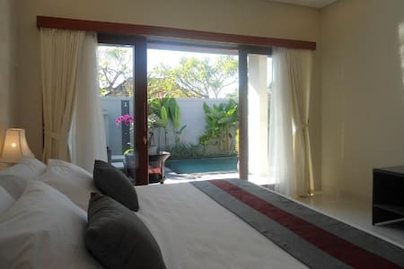 Gorgeous 2 bed/bth (5pax) pvt pool wlk beach - Sanur