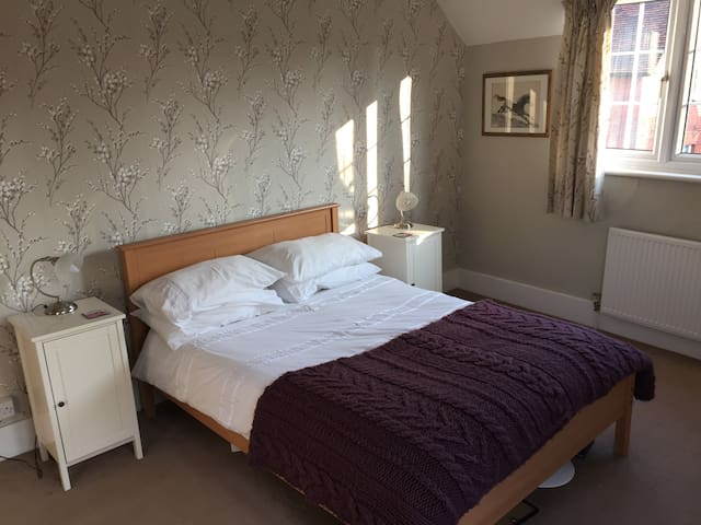 Stansted Airport. Double room and Bathroom. - Stansted - Casa