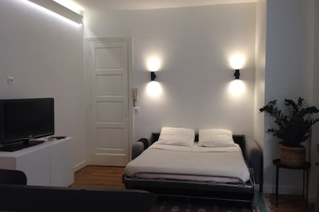 Grand studio (27m2), Paris 17 , Parc Monceau