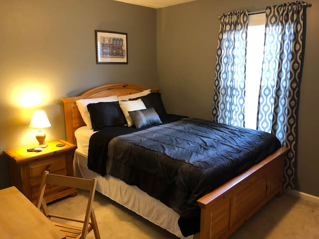 Private room near Lake Allatoona & Hwy 75!