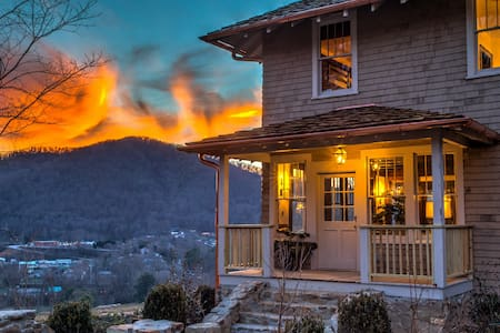Historic Ellerson House Mountain Escape w/ Hot Tub! Asheville, Hot Springs - Hot Springs - Ház