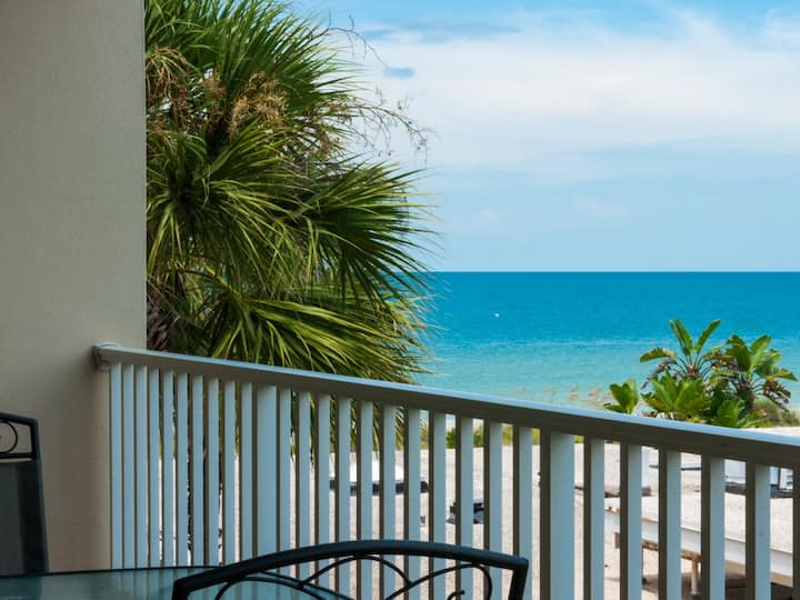 Special offer! Cozy 2b2b  Condo  on the  Beach