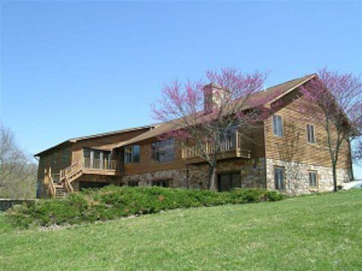 Shenandoah River Lodge