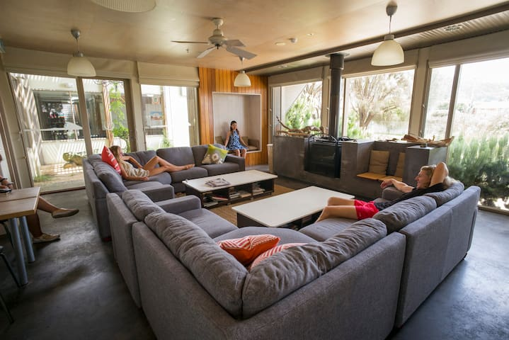 Apollo Bay YHA - Lounge Room