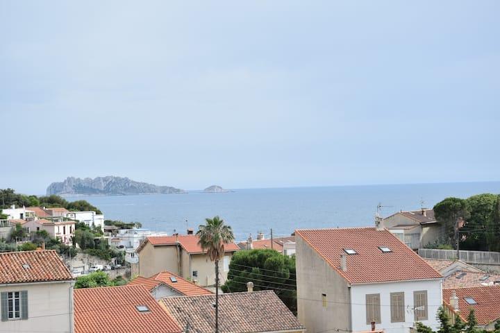 Très jolie vue mer au cœur du quartier d'Endoume