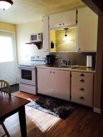 #4 Burley: Vacation or Work Sleeps 5-6 in beds