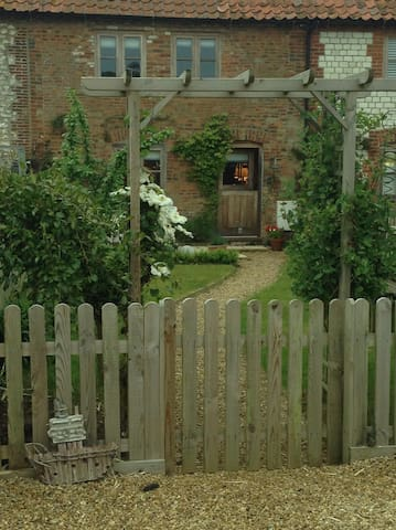 Little Star - a beautiful, character cottage. - Ringstead