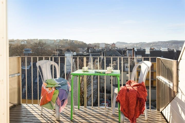 Large apartment with roof terrace close to center - Trondheim - Daire