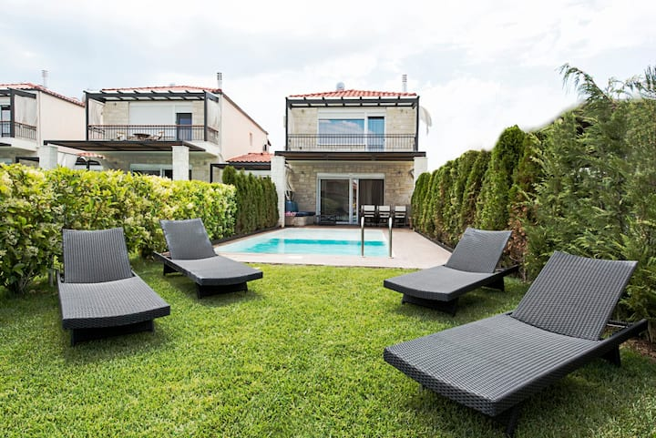 Hotel services with comfort of a private villa
