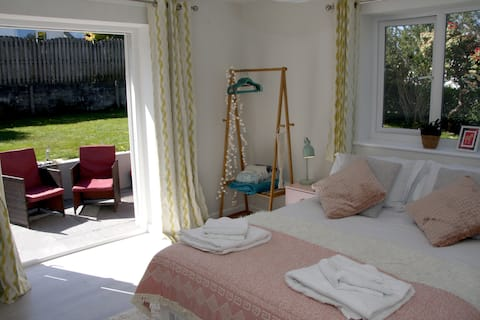 Tressa Palms: private guest-suite, Cornwall.