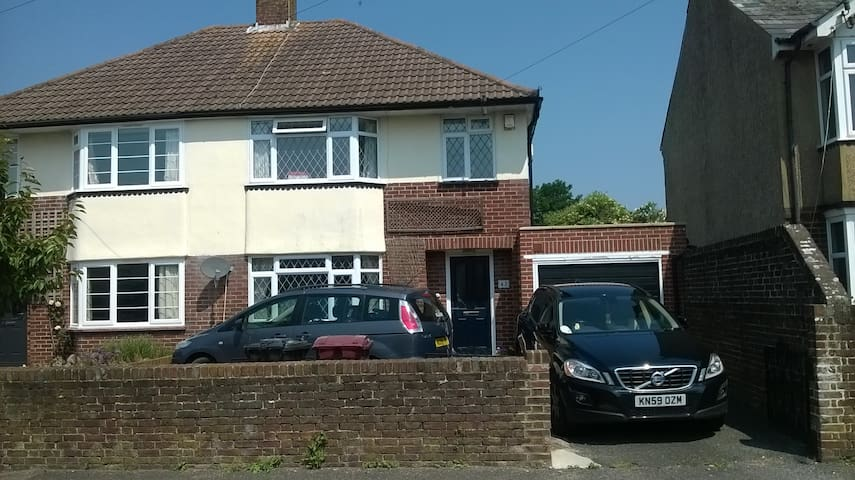 Spacious Family Semi-Detached Home Near Goodwood - Chichester - Huis