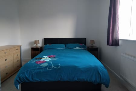 Large, Bright & Comfortable Room  - 25% OFF! - Littlehampton