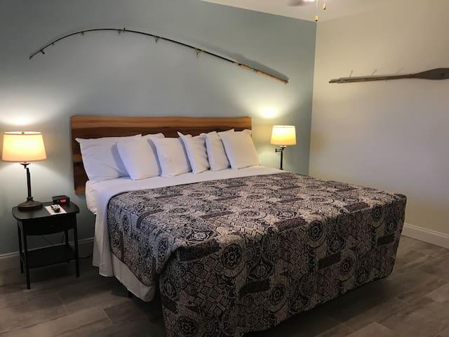 Inn room #18 1 King Bed