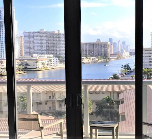Hallandale BeachWalk B Studio 4 SLEEPS