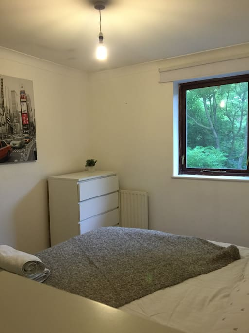 Lovely friendly double bedroom near canada water case in - Posto letto londra ...
