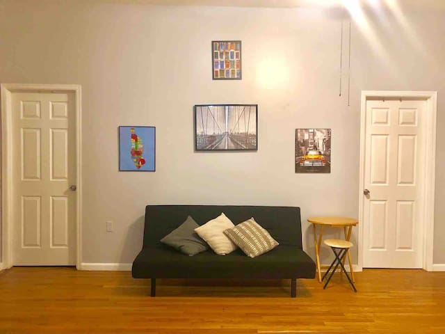 Sofa-bed in apartment in Astoria! Near Manhattan!