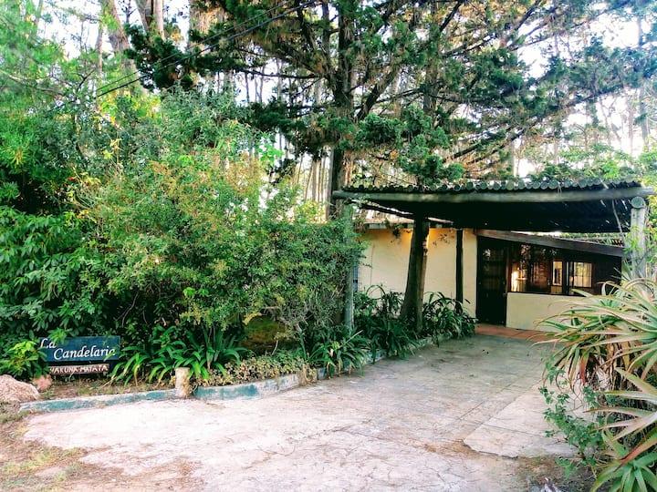Casa rústica con parque, a 400 mts. de la playa