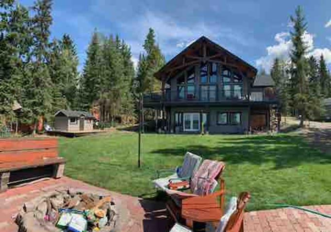 NEW, Stunning Timberframe home awaits you!