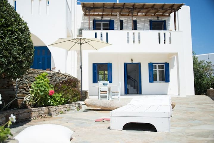 Lovely family house with majestic Aegean view - Gavrio - House