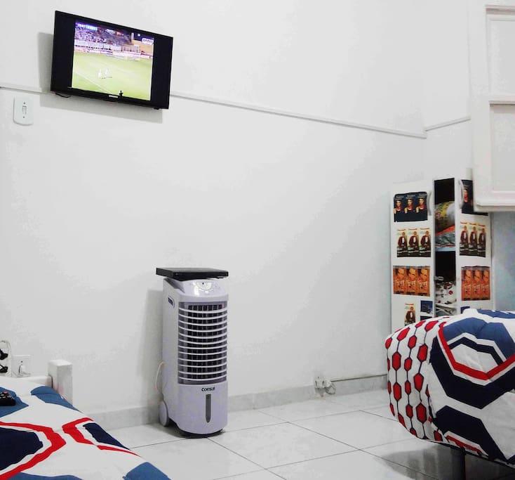 TV, DVD no quarto e circulador de ar