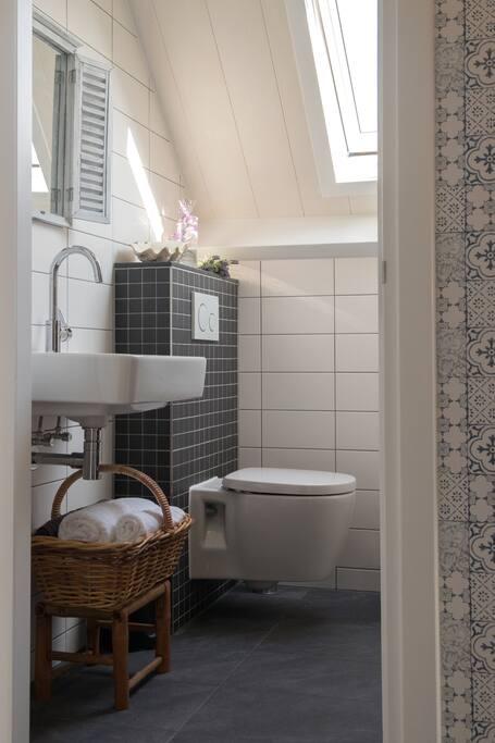 Privé badkamer met inloopdocuhe