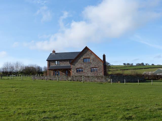 Upper New House Farm - Painscastle - House