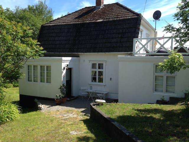 Linddalsveien 7B.  4950 Risør - Risor
